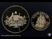 1970 Captain Cook 20th Anniversary Gold Medallion Set of 2 Uncirculating 18ct (one 1.75oz and one 0.75oz). Cook Bi-centenary Medallion 1770-1970. Australian Coat of Arms (1.75oz) and Ship Endeavour (0.75oz). Encased in Original Plush Case of Issue with Ma